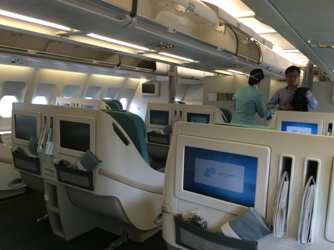 korean air s a330 business class young travelers of hong. Black Bedroom Furniture Sets. Home Design Ideas